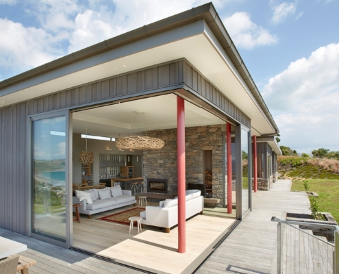 Beautiful clifftop home on Waiheke Island built by Geoff Whelan